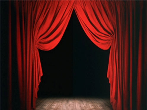 red_curtains496