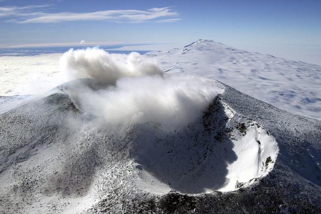 Active Volcano Discovered Under Glacier in Antarctica - Antarctica Journal